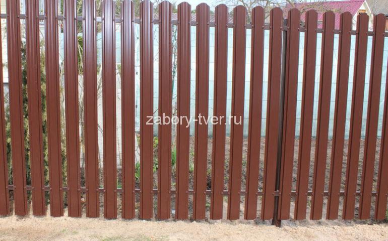 красивый забор из евроштакетника фото