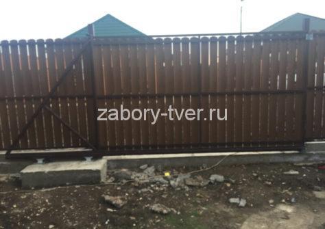 забор из дерева евроштакетника