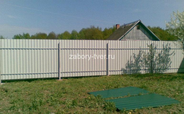 красивый забор из профнастила